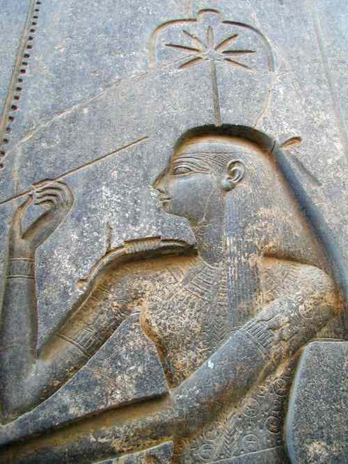 Seshat  has a seven point star above her.